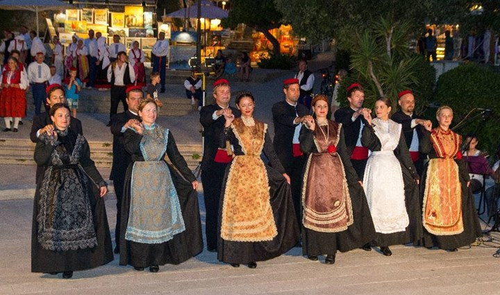 Folklor Performances 12
