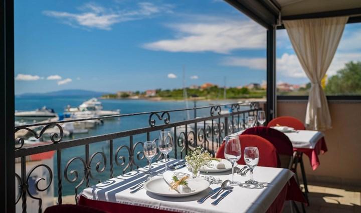 Restoran i Cafe bar Captain's Club